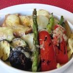 ビストロ リトモ - バケットやじゃが芋などのお野菜の上にとろ~りラクレット。ワインやビールとご一緒に♪