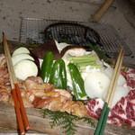 渓趣の里 - 地鶏網焼き定食&牛カルビ網焼き定食