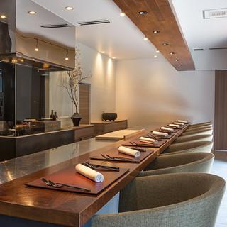 料理と器と空間の相乗が、美食を五感で愉しませる