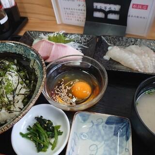 愛南 市場食堂 - 料理写真:本日のオススメ『鯛めし丼とブリ刺身定食』