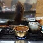 Gyuusujikarechiisanakareya - ガス台にはカレー鍋が2つ