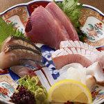 なかめのてっぺん - 「鮮魚お造り盛合せ」 自慢の鮮魚をお刺身で。