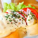 ウレタノ カフェ - フレッシュトマトとモッツァレラチーズサンド