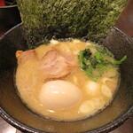 西輝家 - 醤油ラーメン 750円 味玉 100円