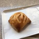 スワン カフェ&ベーカリー - アップルとカスタードのパイ:180円+税