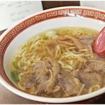 123652173 - 鶏チャーシュー麺醤油味 910円 鶏の旨味が凝縮されたスープが美味い!