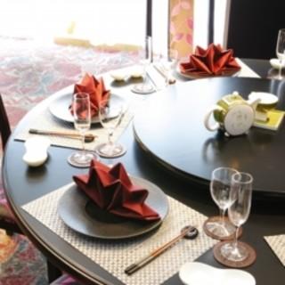 本格的な中華料理を、多彩なランチセットでお楽しみください。