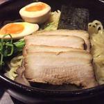 12366783 - 麺に煮玉子、チャーシュー、豆苗