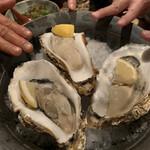 うお輝 - 大振りな牡蠣、新鮮