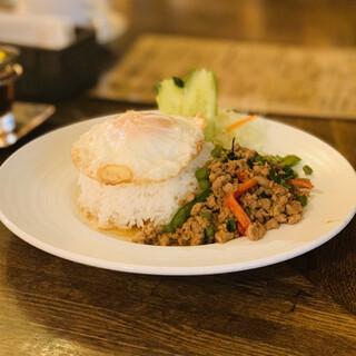 タイ料理 スワンナプームタイ 大阪 - 豚挽肉バジル炒め