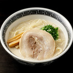 ごはんどき - まろやか豚骨スープに細麺が絡む一杯
