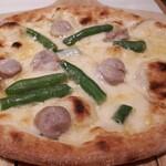 トラットリア・ターボロ・ディ・フィオーリ - ソーセージとインゲンのピザ(ハーフ)