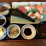 横田寿司 - 寿司7貫∔小鉢×2、茶碗蒸し、赤だし