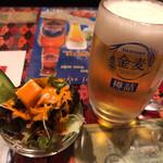 アマルディープ - アマルディープ(セットのサラダとビール)