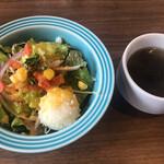トラットリア・バンビーナ - セットのサラダとスープ