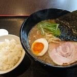 麺屋 小野万 - 料理写真:特製こってり+ライス750円、サービスタイムで麺大盛り無料
