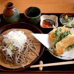 なのはな - 料理写真:農村レストラン そば処 なのはな @佐野 大根そば 600円、天ぷら300円