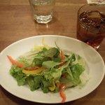ナポリの下町食堂 - サラダセット(\550)・新鮮野菜のハーブサラダとアイスティー
