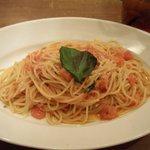 ナポリの下町食堂 - 完熟トマトのグラナチーズ和え(\950)