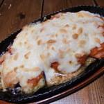 初来空間 庵 - 茄子とトマトのオリジナルソース チーズ鉄板