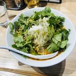 中華ソバ ビリケン - 担々麺パクチー増