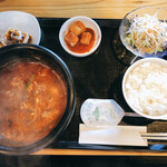 韓国家庭料理 炭火焼肉 しんちゃん - ユッケジャン ランチ