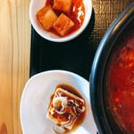 韓国家庭料理 炭火焼肉 しんちゃん - カクテキと豆腐