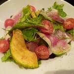三笠バル - 生ハムと彩り野菜のサラダ