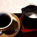 サザ コーヒー - 徳川将軍珈琲 800円 泡立てた温かい牛乳がたっぷり付く。