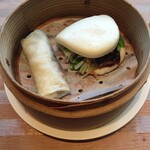 123737645 - 北京ダック2種(鴨餅・蒸しパン)