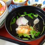 勢登鮨 - エビの頭と貝柱のお吸いもの