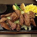 川崎ステーキセンター - 乱切りステーキ(200g)(上から)
