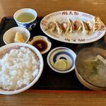 豚太郎 - 料理写真:餃子定食。