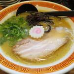 たつ屋 - 豚骨ラーメン 650円