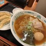 日高屋 - 料理写真:味玉中華そば490円 餃子3コ180円