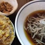吉祥寺 日和り - ミニ天丼セット、冷たいお蕎麦 お蕎麦はしっかりとした食感の田舎蕎麦。でも、ぶっかけではなく、せいろが食べたいなぁ~