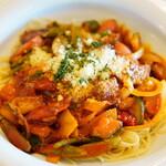 パスタクラブフェローズ - 料理写真:具だくさんのトマトソース