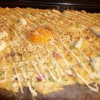 お好み焼き てまり - カルボナーラ風味もんじゃです、別注卵を追加しました、3種類のチーズとふわふわ食感が食欲をそそります。