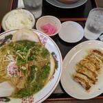 お好み焼き 冨貴 - 料理写真:餃子定食(塩) 950円
