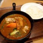 カレー食堂 心 - 3種の技法で仕上げたチキンカレー1200円(税抜)