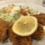 ホワイト宇治川 - 牡蠣4粒、タルタルソースと、ウスターソースでいただきます(2020.1.18)