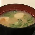 ホワイト宇治川 - 具は麩だけですが、美味しいお味噌汁です(2020.1.18)