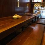 12376846 - こんな感じのテーブル席が、4卓だけ