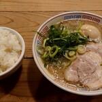 123771092 - ラーメン(煮玉子入り)+白飯