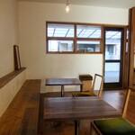 ワンルームコーヒー - 店内の様子。椅子のデザインがステキ!