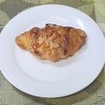 パン&菓子工房 くれよん - 料理写真:チーズクロワッサン 210円