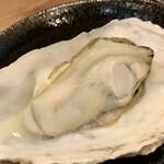肉と漁師飯 浜右衛門 - 蒸し焼きされた 牡蠣 (♡ >ω< ♡)