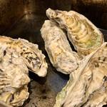 肉と漁師飯 浜右衛門 - 中には シンプルに 牡蠣が 入っています
