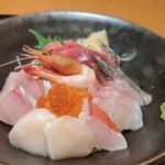 くずし割烹 白金魚 - ランチ 贅沢海鮮丼 1,400円