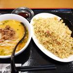 日本橋焼餃子 - 担々麺と炒飯のハーフセット